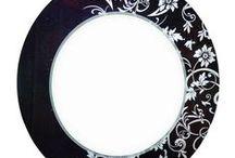 Καθρέπτες Μπάνιου Πολυτελείας / Όλοι οι καθρέπτες είναι ελληνικής κατασκευής αφού κατασκευάζονται στη βιοτεχνία μας.  Αποτελούνται από καθρέπτη τριπλής αργύρωσης 5 mm για μέγιστη αντοχή και ασφάλεια.  Τα φωτιστικά που συνοδεύουν τους καθρέπτες είναι ορειχάλκινα διπλής χρωμίωσης για αντοχή στην οξείδωση.   Τα περισσότερα σχέδια  μπορούν να κατασκευαστούν σε επιθυμητές διαστάσεις.