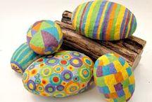 Bricolages de Pâques / Petits bricolages pour enfants autour des oeufs et des lapins.