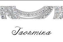 Taormina - 9Venticinque / I cerchi concentrici e la luminosità delle pietre rendono la collezione Taormina quasi ipnotica, l'armonia che si crea tra i due materiali trasforma questo gioiello in un bijoux di lusso.
