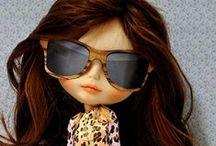 Blythes / As Blythes foram lançadas em 1972, pela empresa americana Kenner. Mas elas eram bonecas a frente do seu tempo e não fizeram o sucesso esperado, em menos de um ano sumiram das prateleiras. Durante alguns anos, as Blythes eram apenas conhecidas por alguns colecionadores de bonecas. http://weloveblythe.com.br/historia/