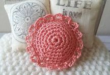 Dollhouse miniature crochet items by Dewdropminis / Dollhouse miniature quilts, rugs and doilies