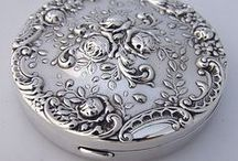 ♥antique powder compact♥ / WELCOME