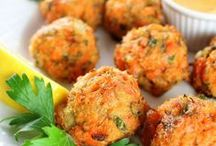 Appetizer Recipes / I'm pinning the best appetizer recipes! From dips to healthy bites, these appetizers are easy and great for a party. Here are simple recipes for a crowd.