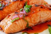 Seafood Recipes / I'm pinning my favorite seafood recipes! There are lots of healthy and easy seafood dishes for lunch or dinner. From crab to shrimp to scallops, you'll find plenty of appetizers, pasta, and stews. I love fish and seafood!