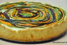 *Tomateninsel / Auf dem Blog Board der Tomateninsel gibt es allerlei vegetarische Gerichte und deren Rezepte zu entdecken. Von Brot bis Pasta, von Eis bis Cupcakes, von Suppen bis Eintöpfe,... da ist für jeden etwas dabei