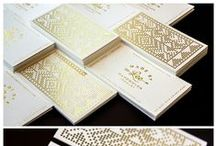 Acabamentos Metalizados / Projetos de inspirações para aplicação de efeito metalizado em impressos gráficos.