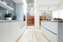 15 White Kitchens / Light, bright and all things white.
