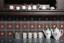 Płytki ceramiczne ręcznie robione Riwal. Kafle ceramiczne. Handmade ceramic tiles. / Manufaktura Riwal wykonuje płytki metodą plastycznego formowania. Nie odciskamy ich w formach, lecz rzeźbimy i zdobimy ręcznie. W wyniku tego każda płytka jest jedyna i niepowtarzalna , jest swego rodzaju małym dziełem sztuki. Ceramika hand-made. Płytki ceramiczne. Kafle ceramiczne. Hand-made ceramic tiles.