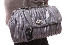 Womens Bags /  Всеки знае, че дамският тоалет остава незавършен без дамската чанта. Същевременно, макар и в дамската чанта никога да не цари ред, жените се чувстват дискомфортно и не на мястото си при липсата й. Негласно общоприето правило е, че трябва да подбираме дамската чанта в зависимост от обувките си или обратното. Това прави избора на чанта особено важен за дамите. В нашия интернет магазин за маркови дрехи, обувки и аксесоари предлагаме истинско разнообразие от чанти. / by Damski Drehi