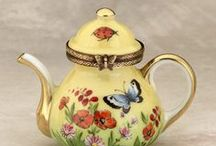 It's Tea Time / Everything about tea, teapots, cups and saucers.