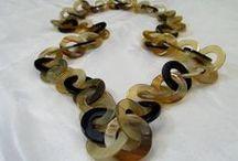 Collane in Corno / collane in corno di bufalo realizzate artigianalmente. tutti i modelli sono visibili alla pagina  http://easy-online.it/it/shop/collane/