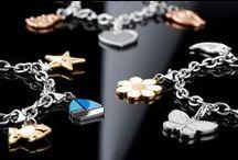 HAPPY - CHARM E BASI / HAPPY è la nuova linea di gioielli S'Agapò componibile! Puoi creare il tuo bracciale o la tua collana con i tanti charm a disposizione.