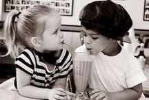 Igazi szerelem. / Kisfiú: Szeretlek és szeretni is foglak. Kislány: Úgy mind a nagyok? Kisfiú: Nem. Én igaziból foglak szeretni.