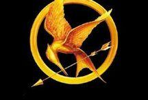 Los Juegos del Hambre [The Hunger Games] / Que empiecen los 74º Juegos del Hambre!!Y que la suerte esté siempre de vuestra parte.  Me amas,¿Real o no?Real.  SI NOSOTROS ARDEMOS,TÚ ARDERAS CON NOSOTROS.
