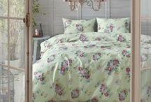 Tivolyo Home Ranforce Koleksiyonu / Ürün İçeriği (Çift Kişilik): 1 adet Nevresim: 200x220 cm 1 adet Çarşaf: 240x260 cm 2 adet Yastık Kılıfı: 50x70 cm  %100 Pamuk (Cotton)
