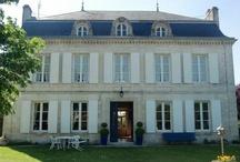 SQUARE HABITAT Charente Périgord / Square Habitat, le réseau immobilier des caisses Régionales du Crédit Agricole Square Habitat Crédit Agricole, c'est 3 500 femmes et hommes à votre service pour vous accompagner dans vos projets immobiliers en fonction de vos besoins : vente, achat, location, investissement, gestion locative et gestion de copropriété. Pour être à vos côtés, notre réseau dispose de plus de 800 espaces Square Habitat en France. Notre mission : vous accompagner à chaque étape de votre projet immobilier