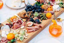 TABLAS DE APERITIVOS, cheese plate, tabla de embutidos y quesos, antipasto platter, mezze,...