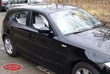 BMW 1er e87 - Individuelles Design / BMW 1er e87nach der Montage von unseren passgenauen #Autositzbezügen. Design der #Sitzbezüge:Außenfläche: Lederimitat schwarz - Mittelfläche: Wildleder-Optik weiß - Naht weiß - ZACASi Logo schwarz - Tri Color - Design Kopfstütze - mit vorher-Fotos   Weitere Bilder auf: www.seat-styler.de/sitzbezuege-bmw-1er/