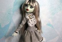 Fashion for dolls / Clothes, shoes and accessories for Monster High, Barbie and J-dolls. Most have patterns.