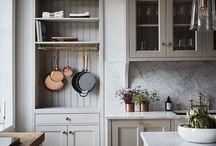 Kök färg luckor och bänkskiva