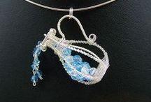 Beaded Beads & Pendants / by Vicky Sivaratnam
