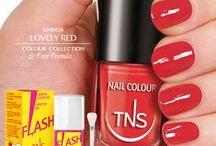 Lovely red / Acceso, coloratissimo e brillante: TNS Lovely Red  è lo smalto ideale per l'estate. Assieme, ovviamente, agli accessori giusti. Voi quale scegliereste?