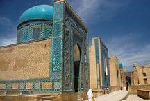 Reizen naar Oezbekistan / Grootse bouwwerken met Mozaïek versierd en een vriendelijke bevolking. Dat zijn de kenmerken van Oezbekistan. Maak kennis met de echte Oezbeekse cultuur in een van de vele theehuizen of slenter door smalle straten en aanschouw de nalatenschap van de oude Zijderoute