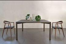 Gregorio   black version / marble dining table tavolo da pranzo o da riunione. Semplicità ed eleganza ed equilibrio dei materiali naturali