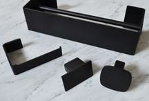 Geometrici collection | bathroom accessories / appendiabiti in acciaio inox verniciato bianco o nero.