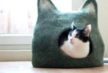 Felted cat house/cave