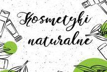 Kosmetyki / Kosmetyki stosowane są powszechnie w codziennej pielęgnacji. Nie tylko dbają o ciało, ale i pobudzają zmysły. Zapach, estetyka, aksamitna konsystencja – to wszystko ma znaczenie przy wyborze właściwego produktu. Wszystkie te aspekty łączą w sobie kosmetyki naturalne, produkowane na bazie wyselekcjonowanych składników, wyciągów i ekstraktów roślinnych. Szeroki wybór kosmetyków, wśród których znajdują się m.in. naturalne mydła, maski do włosów i kremy przeznaczony jest dla najbardziej wymagających