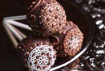 Cakes - Balls & pops / by Jana Coelho