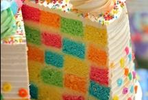 Cakes - Tasty ombré and rainbow / by Jana Coelho