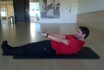 ¡Cuida tu columna! / ¡Take care of your spine! / Los movimientos del tronco en los diferentes planos del espacio te ayudarán a fortalecer la musculatura flexora, extensora y rotadora de tu columna vertebral. ¡Haz 10 repeticiones de estos movimientos con una velocidad de ejecución lenta 3 veces por semana y notarás el tronco más fuerte! Ideal para personas con patologías de columna.