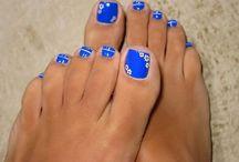 Nails make-up and hair. / mooie nagels