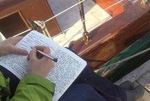 """Bewegtes Schreiben / Bewegung inspiriert zum Schreiben. Und Schreiben bewegt. Das Konzept """"Bewegtes Schreiben"""" richtet sich an Menschen, die schreibend und kreativ in Bewegung sein möchten. In kleinen Gruppen erkunden wir ungewöhnliche Orte mit spannenden (Schreib-) Erfahrungen. Hier sammel ich Impressionen aus meinen kreativen Schreibreisen, Stadttouren und Schreibspaziergängen. Mehr Info: http://www.moellerscript.de/seminare/schreiben-unterwegs/"""