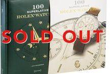 100 ROLEX SUPERLATIVI / Un elegante libro con copertina in pelle che contiente immagini e descrizioni dei 100 Rolex più belli del mondo.