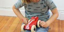 JUGUETES / Nos encanta seleccionar los mejores juguetes para nuestros niños. Tenemos una selección de juguetes de madera, juguetes de cartón y puzzles. Tratamos de que la mayoría de juguetes sean ecológicos y con materiales reciclados.
