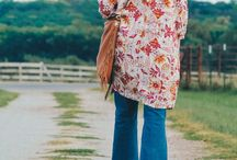 flare jeans outfits / womens flare jeans outfit inspiration