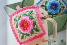 Crochet y moldes / by Elizabeth Benassich