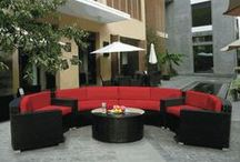 Round Sets & Daybeds / Modular round seating sets and daybeds can transform your space to a resort-like haven.