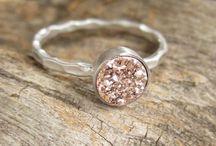 Pretty jewellery / Rings, necklaces, bracelets