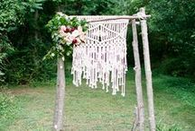Using ※ Macramé / Macrame is a beautiful way to add texture and a bohemian touch to your wedding. Whether you use it as a ceremony backdrop, in your dress, as a table runner or something different again, it creates a beautifully authentic vibe.