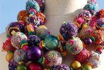 Textile, bead jewelry / Textil- és gyöngyékszerek
