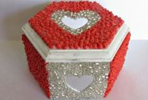 Valentine's Day Crafts / DIY Crafts for romantic souls to celebrate Valentines Day