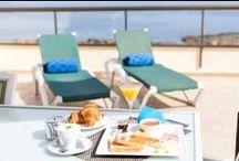 MARINA PALACE PRESTIGE Ibiza / Un lugar justo frente al mar al que podrás escaparte sintiéndote en casa al mismo tiempo.  The place where luxury becomes home in Ibiza with spectacular front line sea views.