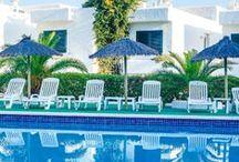 TORRENT BAY IBIZA / Pequeño y cómodo rincón ibicenco donde disfrutar de la familia, la playa y momentos de relax. Little and confortable corner of Ibiza where families can enjoy the Beach and relaxing moments.