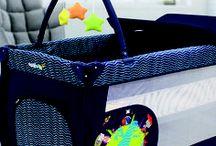 Cuna de viaje Mix Plus | Asalvo / La Mix Plus es la cuna de viaje con el equipamiento más completo del mercado. Incorpora elementos para la diversión del bebé, como el arco de juegos y el bolsillo juguetero. La nueva Mix Plus renueva el diseño del cambiador, haciéndolo aún más seguro y confortable para el bebé. Una cuna perfecta para la diversión y el descanso, completa y práctica.