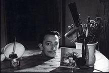 Kunstwerke (Salvador Dalí) / Wunderbarer, verrückter, verträumter, spielerischer (und geldgieriger) Dalí – er wird als Maler, Grafiker, Schriftsteller, Bildhauer und Bühnenbildner unvergessen bleiben, in mehrerer Hinsicht hat er als Künstler Unerhörtes gewagt und bewirkt.  Weitere tolle Infos zu diesem Thema gibt es hier: http://www.kunstplaza.de/kuenstler/salvadore-dali-der-exzentrische-katalane/