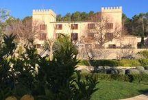 Castell Son Claret / Das Castell Son Claret bietet auf der beliebten Ferieninsel Mallorca ein neuartiges Konzept der Erholung. In historischen Mauern und inmitten außergewöhnlich schöner Natur kommt der wählerische Gast an einem fast magischen Ort zur Ruhe.